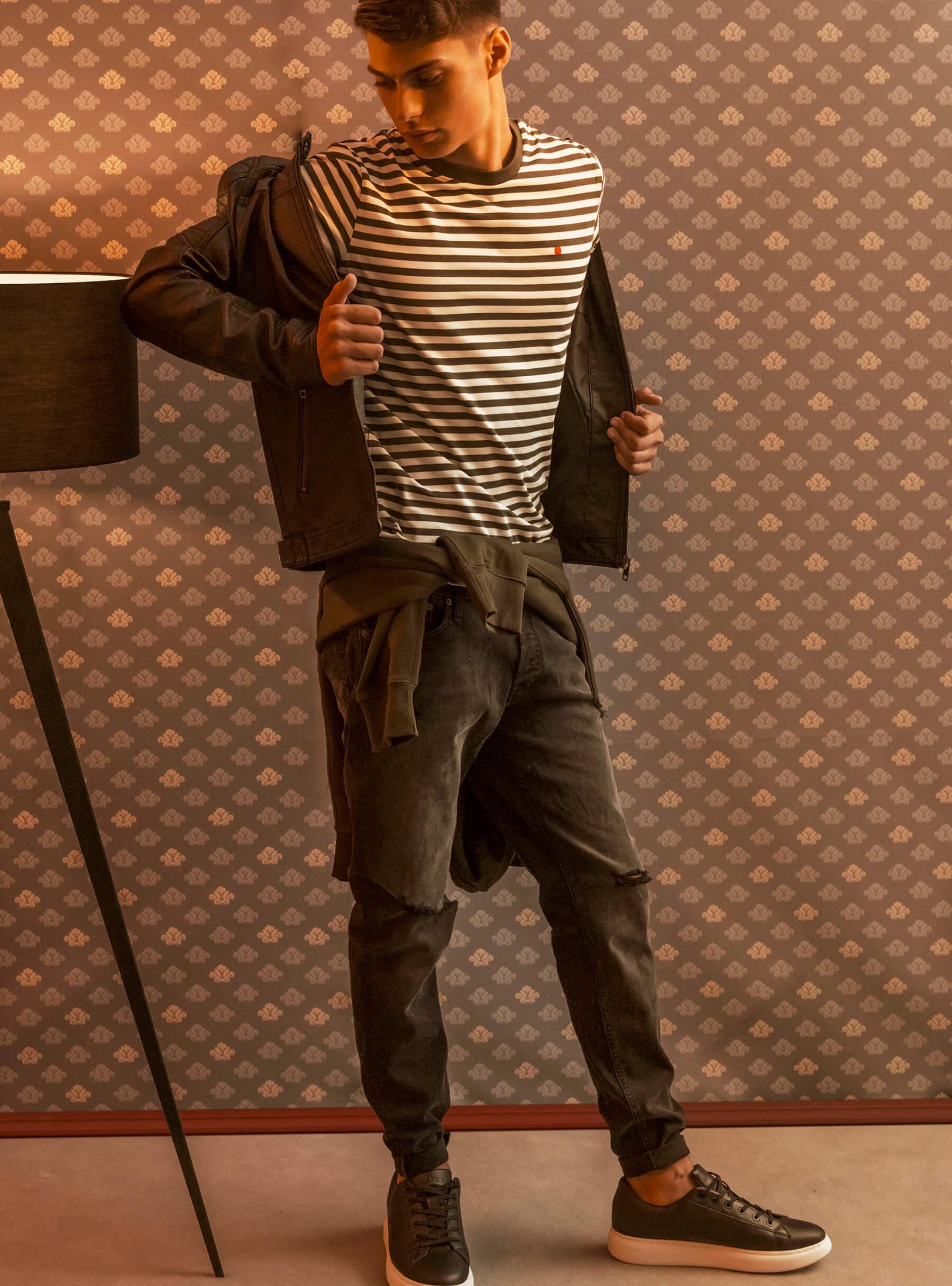 Jack&Jones majica 239 hrk  Jack&Jones pulover 479 hrk Jack&Jones hlače 399 hrk Jack&Jones superge 479 hrk